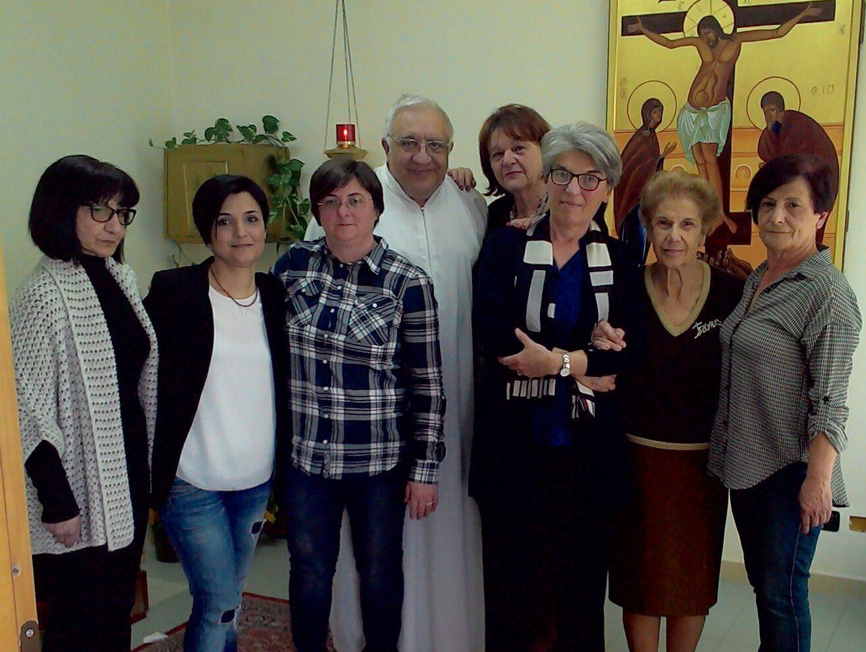Don Pino Sorbara nella Cappella dell'Hospice di Reggio Calabria