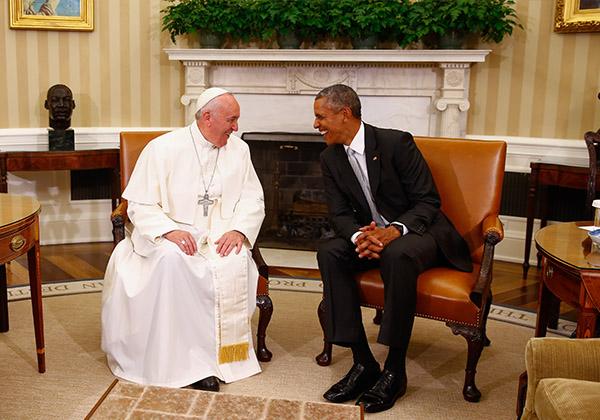 In mostra gli scatti del fotografo del Papa