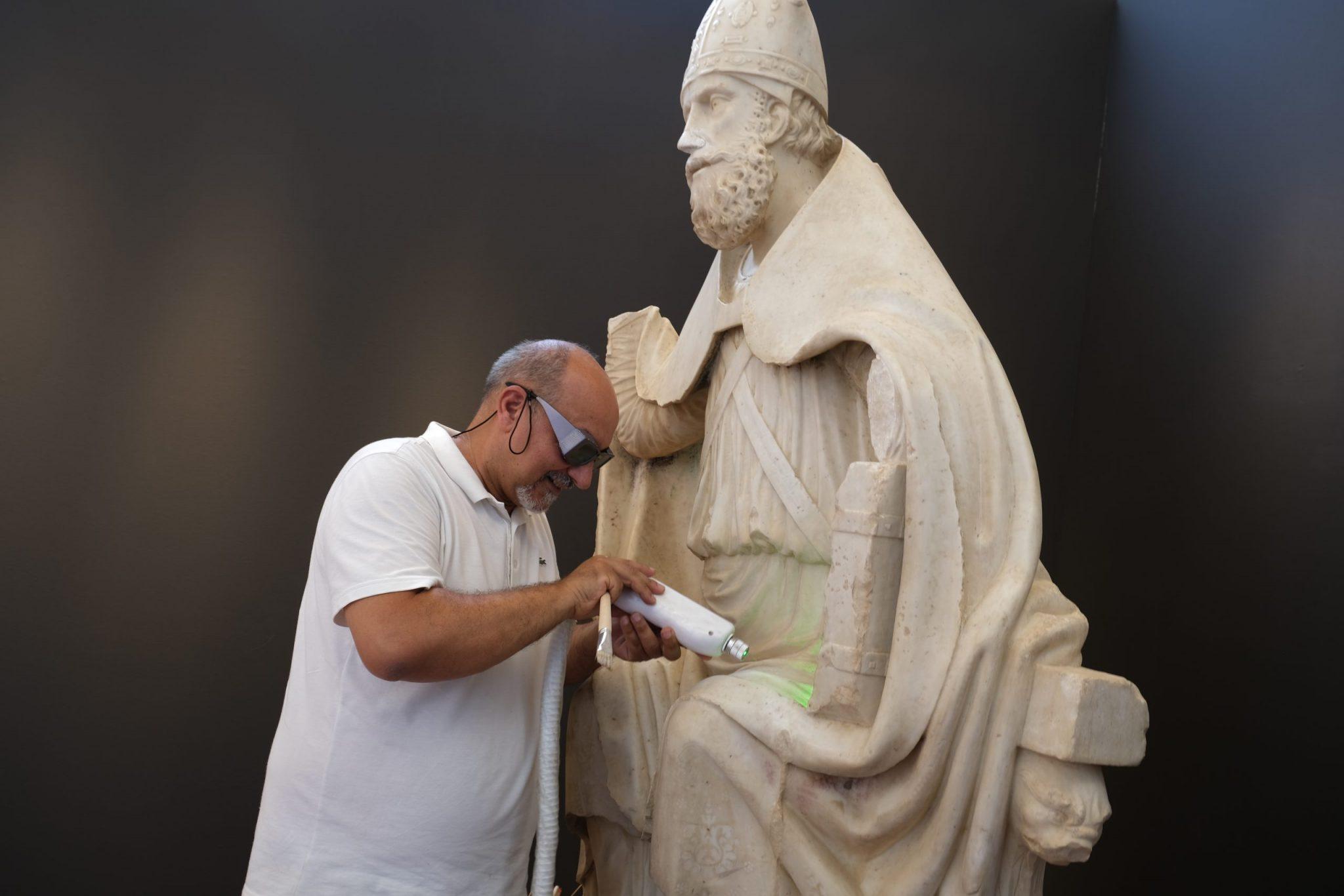 Sul cantiere di restauro della statua di San Basilio