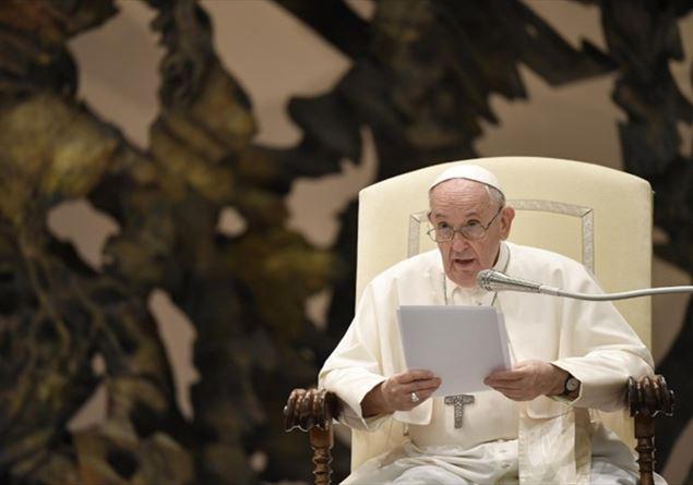 Papa torna in udienza dopo l'operazione