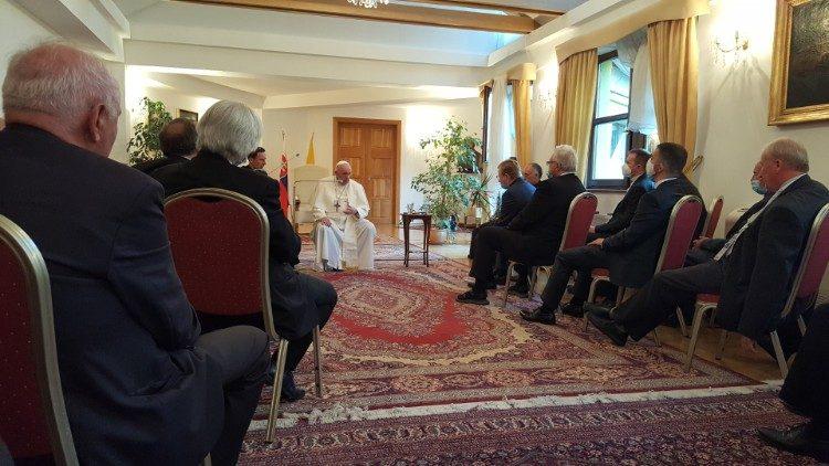 Il Papa incontra i gesuiti