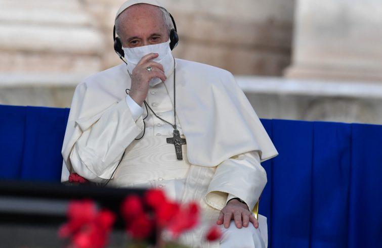 Papa: «Mai pensato di dimettermi»